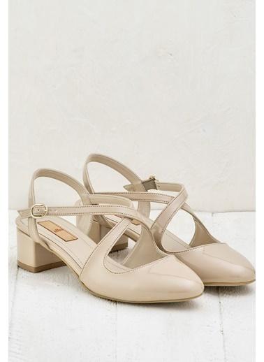 Elle Kısa Topuklu Rugan Ayakkabı Ten
